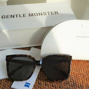 Gentle Monster Sunglasses HER T1 in Tortoise